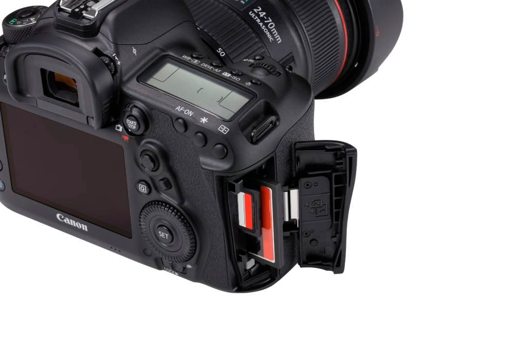 EOS 5D Mark IV Detail Dual Kartenslot