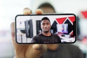 Portrait mit Smartphone versus Kamera