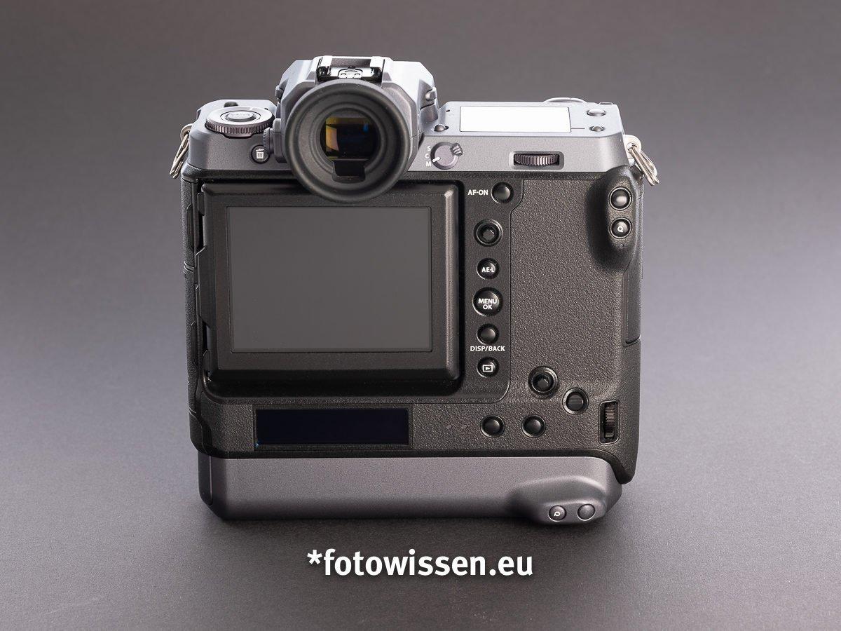 Test Fujifilm GFX 100 - Rücken der Kamera
