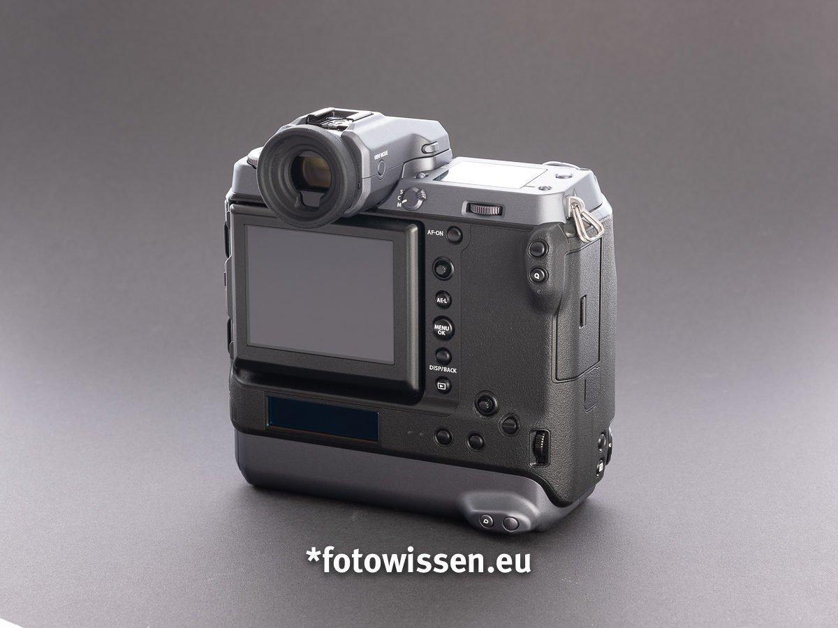Test Fujifilm GFX 100- Rücken mit programmierbaren Tasten